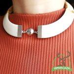 Collar de plata con colmillos de jabalí
